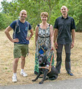 Photo Mana chien guide écouteur